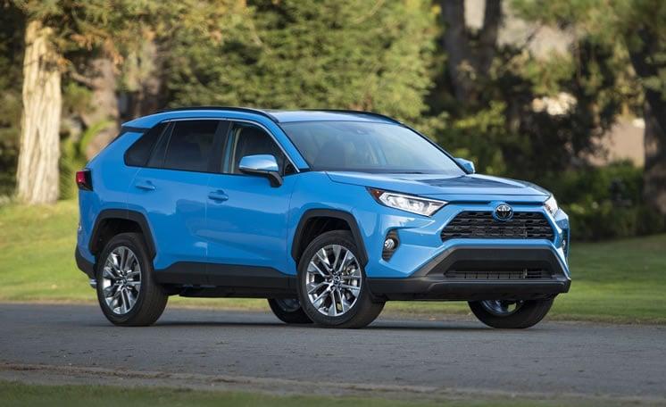 Toyota rav4 2019 XLE (blue color)